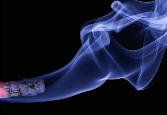 Smakrika cigaretter som leder till diskussion
